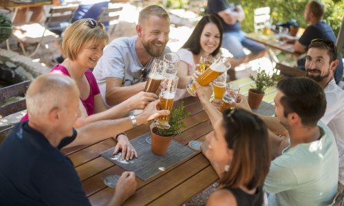 Genießen Sie den Sommer in unserem Biergarten